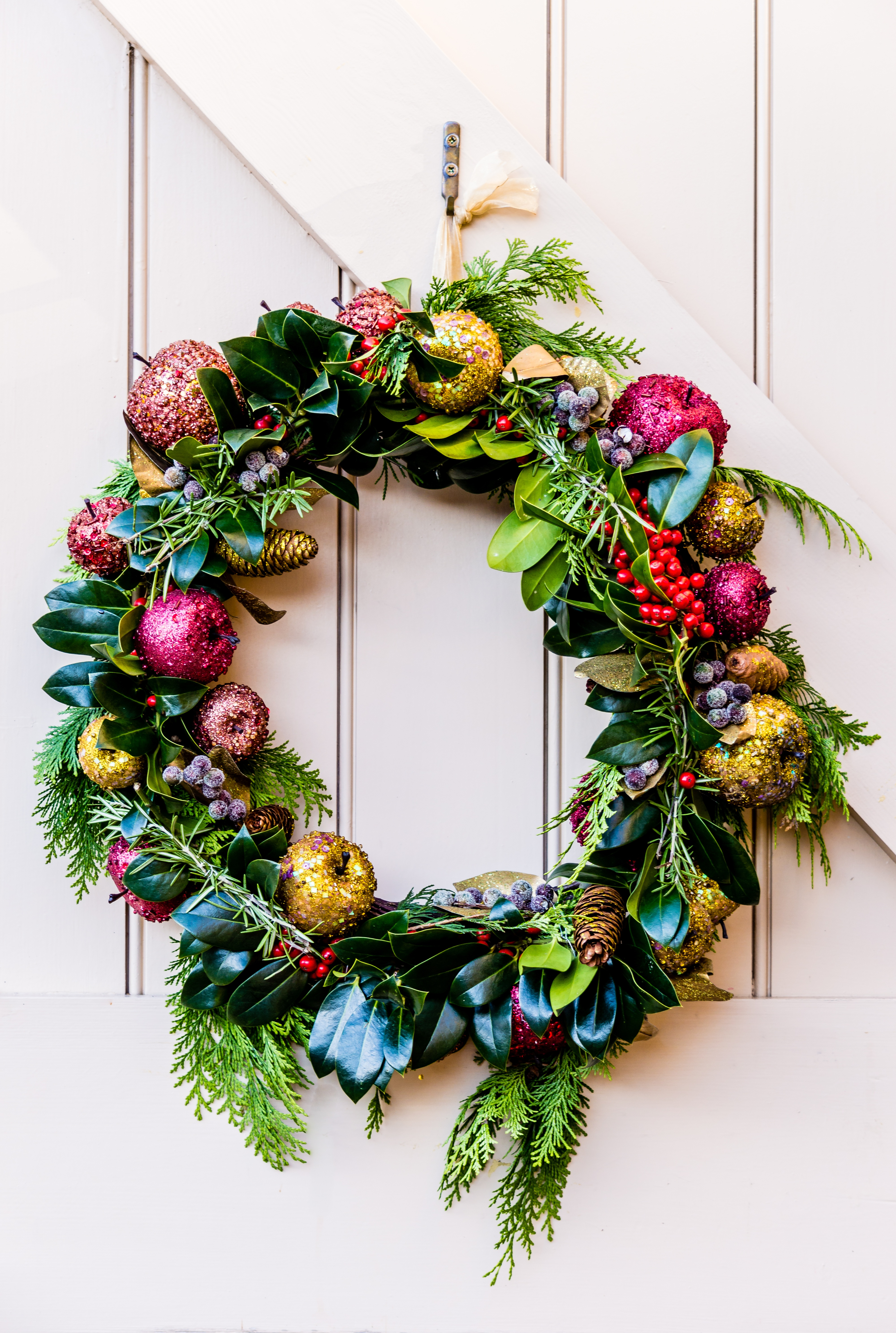 Coping through the holidays tip 1 party time art therapy for women who experience - Admirable christmas wreath decorating ideas to welcome the december ...